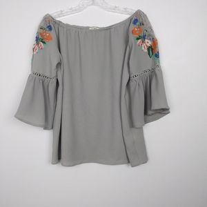 Umgee gray bell sleeve blouse size small